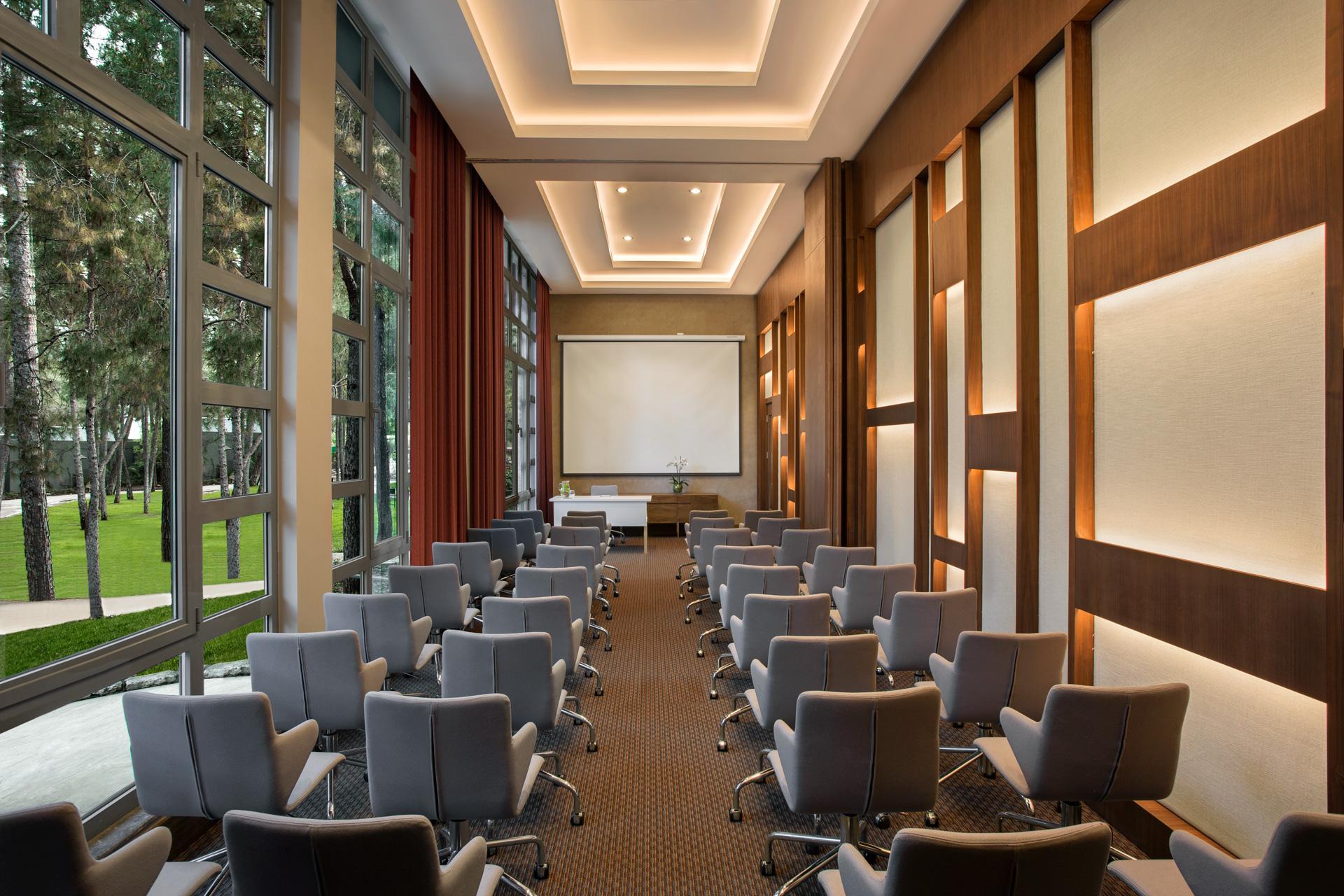 Renaissance Antalya Beach Resort   Meeting Room